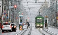 The first snow of the season is seen on the streets of Sapporo in the city's Chuo Ward, on the morning of Nov. 4, 2020. The first snowfall in the capital of Japan's northernmost prefecture of Hokkaido was recorded three days earlier than 2019 and seven days later than an average year. (Mainichi/Taichi Kaizuka)