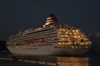 The luxury cruise ship Asuka II departs from Shimizu Port in Shizuoka's Shimizu Ward on Nov. 4, 2020. (Mainichi/Rinnosuke Fukano)