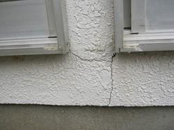 外装塗装の大きな亀裂 さくら事務所提供