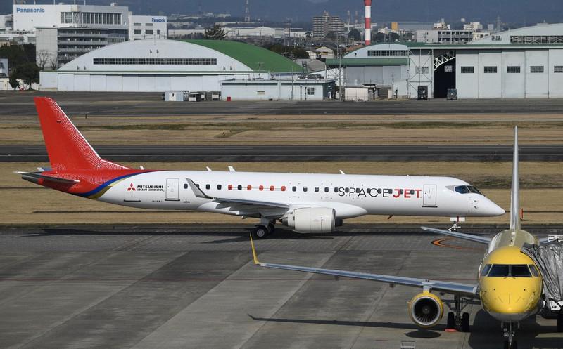 スペースジェットの試験10号機=名古屋空港で2020年3月18日、兵藤公治撮影