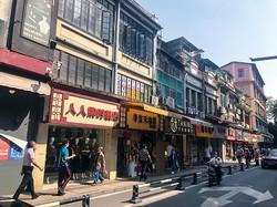 取り壊し予定の商店街 尹健章撮影