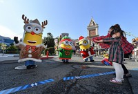 People maintain distance between themselves and mascot characters during a special Christmas event shown to the media at Universal Studios Japan in Osaka's Konohana Ward on Nov. 12, 2020. (Mainichi/Naohiro Yamada)