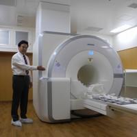 ふくしま国際医療科学センターに導入される国内初の「PET-MRI装置」=福島市光が丘の福島県立医大で2012年11月20日午後2時45分、神保圭作撮影