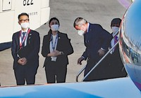 International Olympic Committee President Thomas Bach is seen stepping off of a chartered plane at Tokyo's Haneda Airport on Nov. 15, 2020. (Mainichi/Daiki Takikawa)