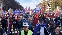 Supporters of U.S. President Donald Trump march toward the Supreme Court in Washington D.C., claiming that he won reelection, on Dec. 14, 2020. (Mainichi/Kota Takamoto)