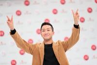 Singer Eito raises his arms at a press event for NHK's 71st Kohaku Uta Gassen singing contest, in Shibuya Ward, Tokyo, on Nov. 16, 2020. (Mainichi/Kota Yoshida)