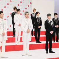 第71回NHK紅白歌合戦の初出場が決まったSnow Man(左)とSixTONESのメンバー=東京都渋谷区で2020年11月16日午後0時6分、吉田航太撮影