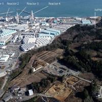 東京電力福島第1原発(左上)。敷地の南側(「sump water」の箇所)の地下水から、微量の放射性トリチウムが検出された=東京大・小豆川勝見助教提供