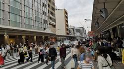 若者の姿が多く、人通りが戻ってきた9月下旬の四条河原町周辺(画像の一部を加工しています)=2020年9月20日、中村智彦撮影