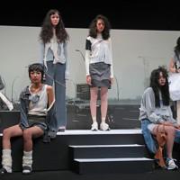 毎日ファッション大賞の表彰式後、新人賞・資生堂奨励賞の横澤琴葉さんがデザインした服を着て登場するモデルたち=東京都渋谷区のEBiS303で2020年11月18日午後4時52分、長谷川直亮撮影