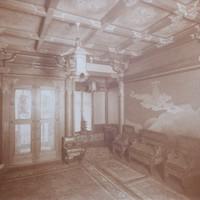 1階玄関を写したものなど、完成した高峰邸内部の写真も遺品にあった=京都市上京区で2020年8月12日午前11時20分、南陽子撮影