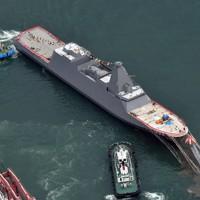 進水式が行われた新型護衛艦「くまの」=岡山県玉野市で2020年11月19日午後1時6分、本社ヘリから加古信志撮影