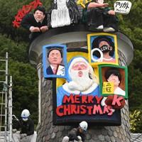 「うろこの家」に設置された世相サンタ。今年を代表する人たちとオンラインで「対話」している=神戸市中央区で2020年11月20日午前10時5分、望月亮一撮影