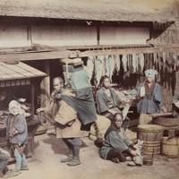 江戸末期に来日した写真家、フェリーチェ・ベアト氏の作品「魚売り」(1867年)=ピアソン氏の収集品から、入江泰吉記念奈良市写真美術館提供