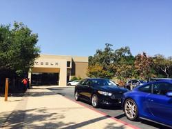 米テスラ本社=米西部カリフォルニア州で2016年9月、清水憲司撮影