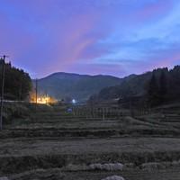 一部の農家の米から基準値を超える放射性セシウムが検出された地区。山に囲まれた斜面に段々畑が広がる=福島県伊達市で2011年11月29日午後5時7分、津村豊和撮影