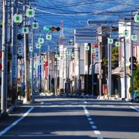 南相馬市の誰もいない商店街。原発事故から時間は止まったままだ=福島県同市で2014年12月2日午後1時59分、神保圭作撮影