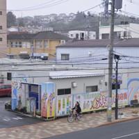 市中心部に建てられた「石巻立町復興ふれあい商店街」=宮城県石巻市で2015年12月2日、猪飼健史撮影