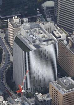 The Japan Meteorological Agency's new building is seen in Tokyo's Minato Ward in this photo taken from a Mainichi Shimbun helicopter.
