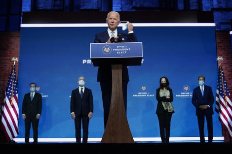 U.S. President-elect Joe Biden removes his face mask as he arrives to introduce his nominees and appointees to key national security and foreign policy posts at The Queen theater on Nov. 24, 2020, in Wilmington, Delaware. (AP Photo/Carolyn Kaster)