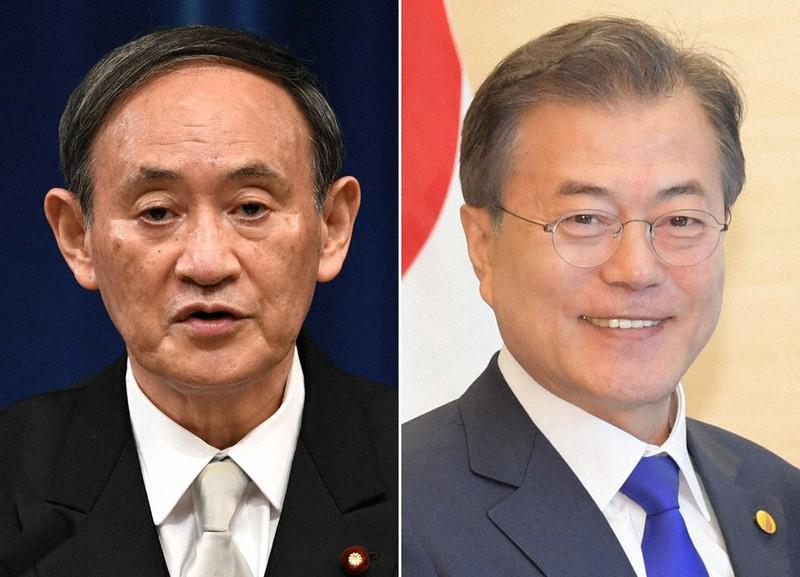 菅義偉首相(左)と韓国の文在寅大統領