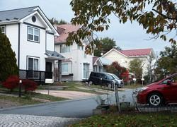 軽井沢町内の新興住宅地=長野県軽井沢町で2020年10月21日、小川昌宏撮影
