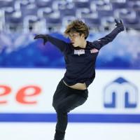 フィギュアスケートNHK杯の前日練習で滑る田中刑事=東和薬品ラクタブドームで2020年11月26日(代表撮影)