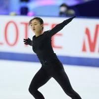 フィギュアスケートNHK杯の前日練習で滑る坂本花織=東和薬品ラクタブドームで2020年11月26日(代表撮影)