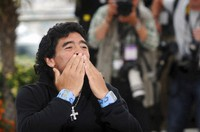 Diego Maradona blows a kiss to fans in Cannes, on May 20, 2008.  (Gian Mattia D'Alberto/LaPresse via AP)