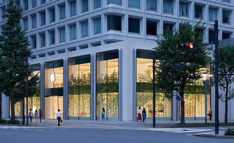 アップルの店舗で通信事業者の契約ができ8000円の割引も受けられる(写真はアップル丸の内店)