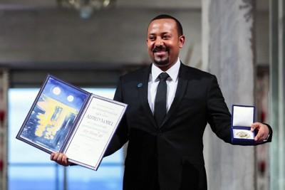 ノーベル平和賞受賞後に笑顔を見せるエチオピアのアビー首相=2019年12月10日、AP