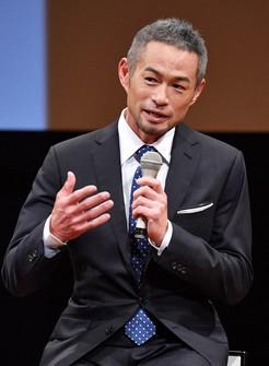 Ichiro Suzuki is seen in a talk at the 73rd annual newspaper convention in Kobe's Chuo Ward, on Nov. 26, 2020. (Mainichi/Takao Kitamura)