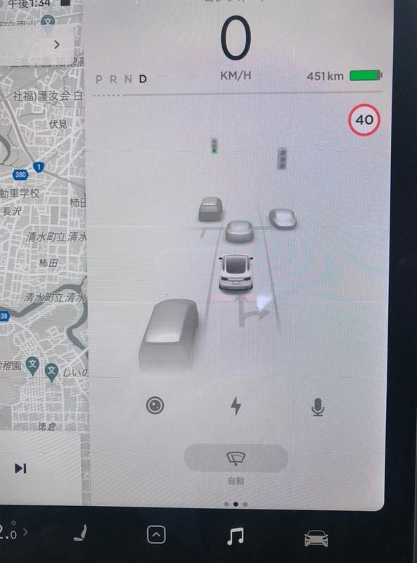 周囲の車両や歩行者を画面に表示できるテスラのモデル3(撮影:稲留正英)