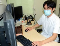 Dr. Koichi Hirahata, who has held consultations with a number of people experiencing long-term COVID-19 symptoms, is seen working remotely with patients, in Shibuya Ward, Tokyo. (Mainichi/Yongho Lee)