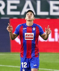 Yoshinori Muto of Eibar celebrates after scoring his team's first goal during the La Liga Santander match between Real Betis and Eibar on Nov. 30, 2020, in Seville, Spain. (Quality Sport Images/Getty/Kyodo)