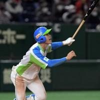 【狭山市(ホンダ)-東京都(セガサミー)】六回裏東京都1死、根岸が勝ち越し本塁打を放つ=東京ドームで2020年12月2日、西夏生撮影