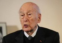 In this Jan. 30, 2020 file photo, former French President Valery Giscard d'Estaing gestures as he speaks during an interview of the Associated Press in Paris. (AP Photo/Michel Euler)
