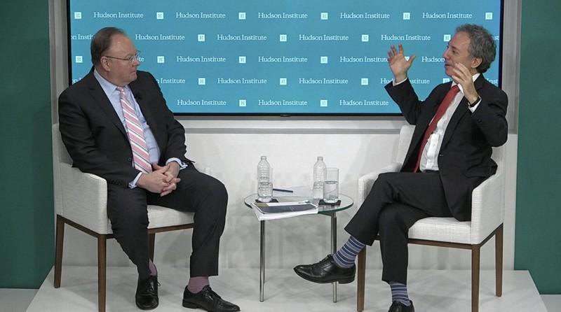 対中政策について説明する米国務省のバーコビッツ政策企画室長(右)=11月30日、米ハドソン研究所のホームページから