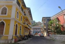 ポルトガルの植民地だったゴア地区の中心パナジの街並みは独特の色彩を放っている(写真は筆者撮影)