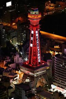 "Tsutenkaku Tower is seen lit up in red in the western Japan city of Osaka's Naniwa Ward on Dec. 3, 2020, following the Osaka Prefectural Government's decision to issue a danger alert signal regarding novel coronavirus infections under its ""Osaka model."" (Mainichi/Naohiro Yamada)"
