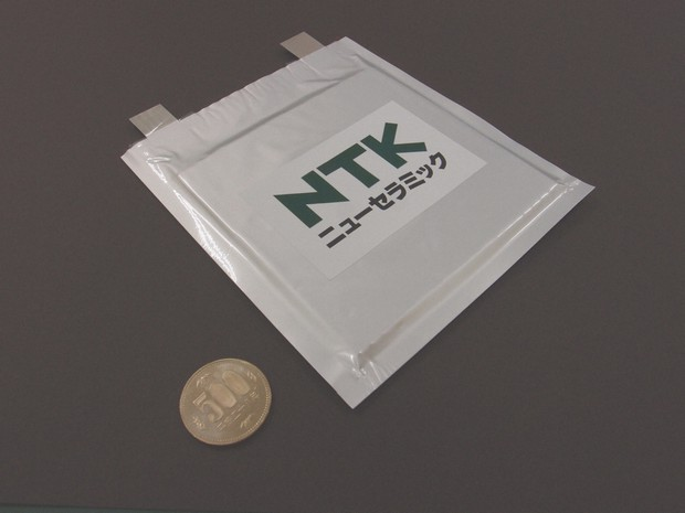 日本特殊陶業が開発を進めている全固体電池=同社提供、2019年2月22日