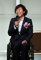 Wheelchair tennis player Momoko Ohtani, who received the Mainichi sporting figure rookie prize, is seen giving a speech during the award ceremony for the 2020 Mainichi sporting figure prizes in Tokyo's Bunkyo Ward on Dec. 4, 2020. (Mainichi/Masahiro Ogawa)