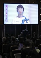 Track athlete Nozomi Tanaka, who received the Mainichi sporting figure rookie prize, appears in a video during the award ceremony for the 2020 Mainichi sporting figure prizes in Tokyo's Bunkyo Ward on Dec. 4, 2020. (Mainichi/Masahiro Ogawa)