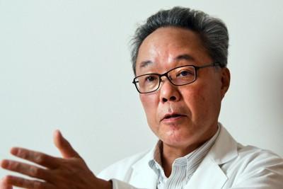 インタビューに答える慶大の田中守教授=東京都新宿区で2020年11月18日、滝川大貴撮影