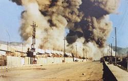 化学兵器投下時の写真(追悼記念館の展示より)=イラク北部ハラブジャで2019年11月、篠田航一撮影