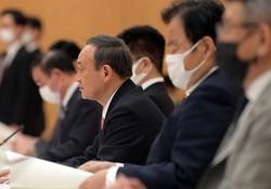 観光戦略実行推進会議で、発言する菅義偉首相(右から3人目)。「GoTo」で「やってる感」をかもしつつ、肝心の感染対策は「個人頼み」だ(首相官邸で12月3日)