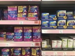 生理用品がスコットランドでは無料提供され、英国では2021年から非課税になる=ロンドンで12月8日、横山三加子撮影