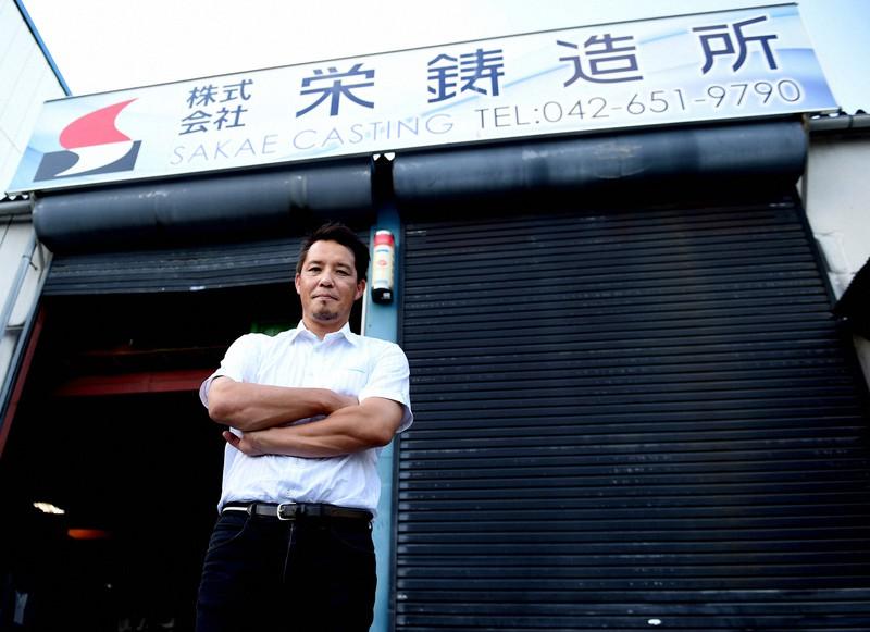 栄鋳造所の鈴木隆史社長=東京都八王子市で、西夏生撮影