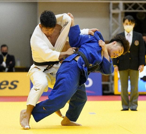 Judo Hifumi Abe Clinches Olympic Berth In Epic Playoff Over Joshiro Maruyama The Mainichi
