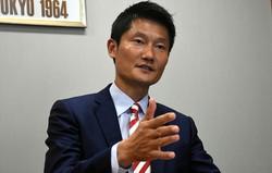 朝日健太郎氏=須藤孝撮影